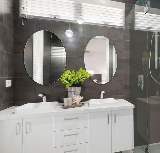 Bathroom 1 Mentone